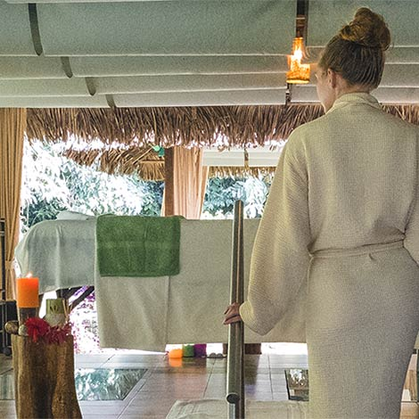 lady in the wellness spa at la selva